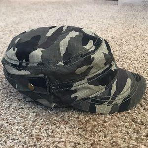 Women's Camo Hat- Amazing Condition- Target